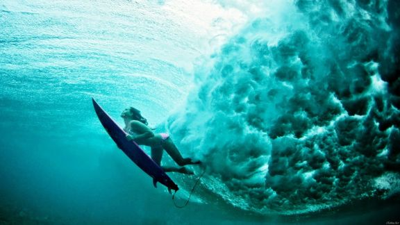 Maya-gabeira-wave-surfer-sea-underwater-surfing