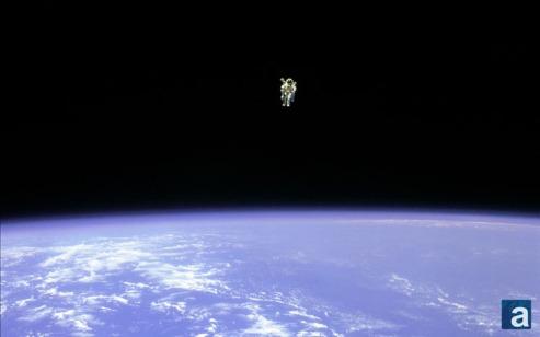 wallpaper_spacewalk_660